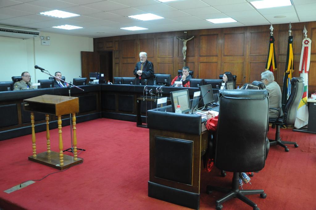 Procurador Silvio Munhoz durante sessão